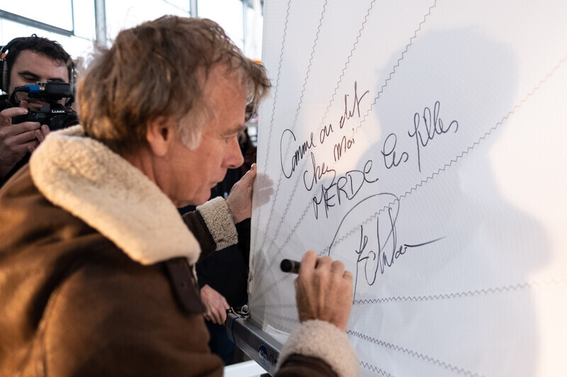 Franck Dubosc, parrain du nouveau 470 de Camille Lecointre et Aloïse Retornaz © Guillaume Barat Photographie
