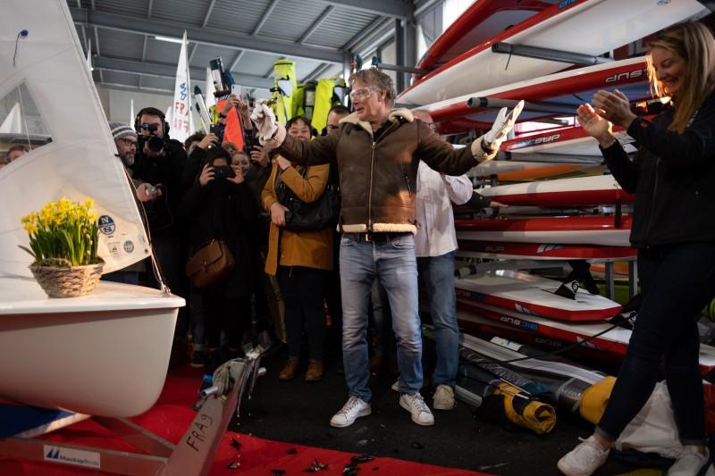 bapteme par Franck Dubosc . Bateau 470 de Camille Lecointre et Aloise Retornaz © Guillaume Barat photographie